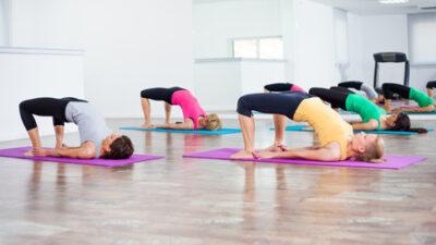 Rücken FIt Übung Damen Hüftheben